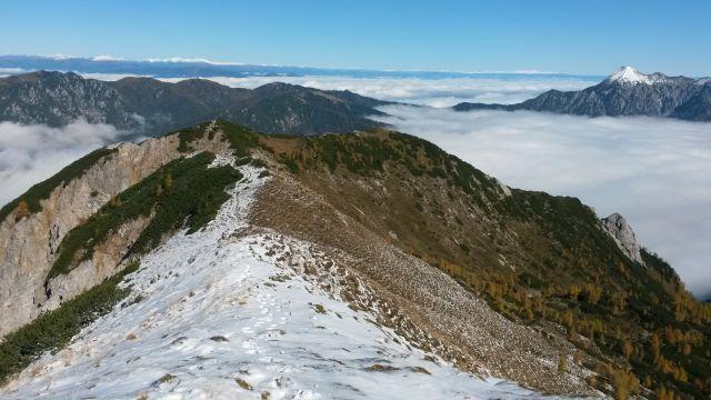Razgled iz vrha na Drobeče Sleme in Kepo (desno)