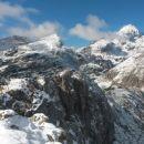 Razgled iz vrha na Tosc, Veliki Draški vrh in Triglav (od leve proti desni)
