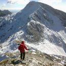 Spust iz vrha proti sedlu z Mahavščkom in razgled nanj