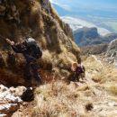 Spust čez zavarovani del pot iz Monte Amariane