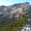 Razgled iz vrha na Veliki vrh oz. Vežo (levo) in Veliko Zelenico (desno)