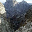 Razgled iz poti na Viš (levo) in Koštrunove špice (desno)