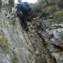 Spust čez strmi skalnati del poti