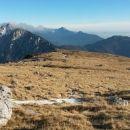 Razgled iz poti na Begunjščico, Storžič, Tolsti vrh s Kriško goro in Dobrčo