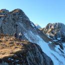 Pogled nazaj proti vrhu Viševnika, Triglav in Mali Draški vrh