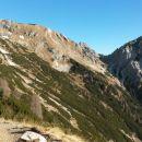 Razgled iz poti nazaj na Veliki Draški vrh (levo) in Ablanco (desno)