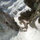 Pogled nazaj na preplezana dva skalna skoka v Župančičevi grapi na M. Mojstrovko