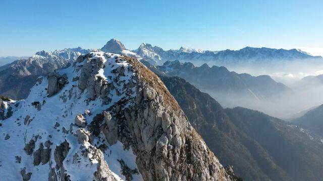 Razgled iz vrha na Mangart in Jalovec