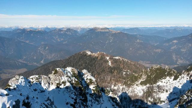 Razgled iz vrha na Svete Višarje in Ojstrnik