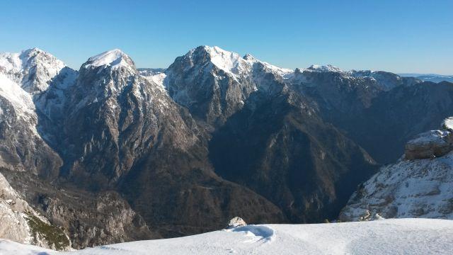 Razgled iz vrha na Tursko goro, Brano, Planjavo, Ojstrico in Lučkega Dedca