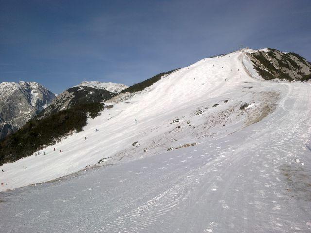 Razgled iz vrha Krvavca na Kočno, Kalški greben in Veliki Zvoh (od leve proti desni)