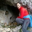 V bližnji jami pod skalcami naletimo tudi na jaslice :)