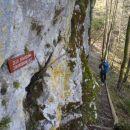 Proti plezalni poti na Fridrihštajn.