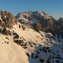 Razgled z Viševnika na Mali Draški vrh, Rjavino in Luknjo peč (od leve proti desni)