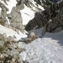 Pogled navzdol na prehojeni del poti čez prvi skok Pripravniške grape na Malo Mojstrovko