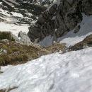 Pogled navzdol na prehojeni del poti čez drug skok Pripravniške grape na Malo Mojstrovko