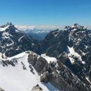 Razgled z vrha Špika na Razor, Lipnico in Prisojnik (od leve proti desni)