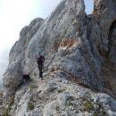 Tu se priključiva grebenskemu delu poti na Rjavino