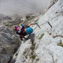 Navpičen spust po kaminu proti vrhu Rjavine