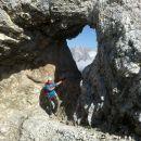 Pot proti vrhu pelje mimo krasnega okna :)