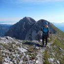 Spust z Cmira ter razgled nazaj na vrh