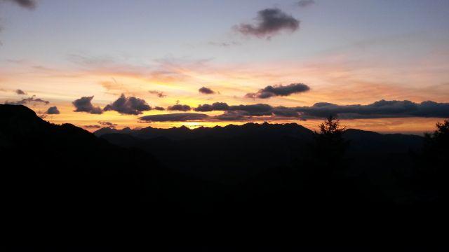 Pogled na krasen sončni zahod z Kranjske koče na Ledinah kjer prespimo :)