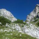 Pogled na nadaljnjo pot proti Kukovi špici čez krajši skalni skok