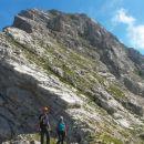 Na sedlu Čez Gulce (2257m) z razgledom na vršno pobočje Kukove špice