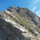 Na sedlu Čez Gulce (2257m) z razgledom na nadaljnji vzpon na Kukovo špico