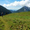 Pot nazaj proti dolini ter razgled na Begunjščico