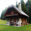 Čudovita hiška ob poti :)