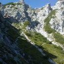 Pogled na nadaljnjo pot na Poldašnjo špico / Jof di Miezegnot
