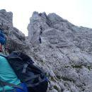 Po uri in pol plezanja se začne vzpon na Cjajnik.
