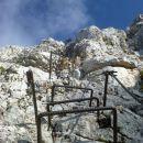 Pogled na nadaljnji vzpon čez 60m visoko Pipanovo lestev