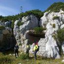 Ob poti je ogromno ostankov nekdanjih vojaških utrdb