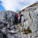 Pot pelje med ostanki nekdanjih vojaških obzidij