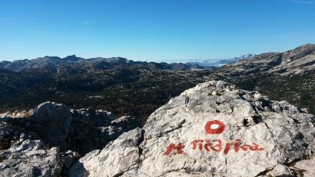 Razgled z vrha Male Tičarice proti Krnu