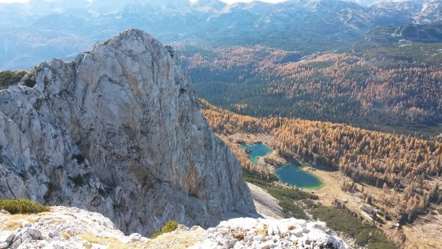 Razgled z vrha Velike Tičarice na Malo Tičarico in Dvojno jezero