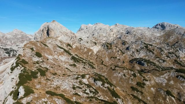 Razgled z vrha Velike Tičarice na Kopico, Zelnarico, Kanjavec, Triglav in Debeli vrh