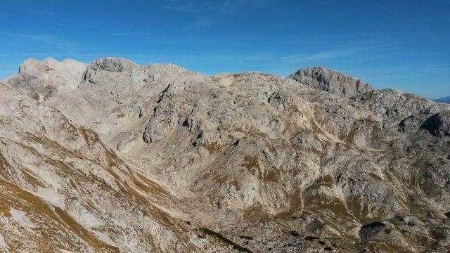 Razgled z vrha Kopice na Kanjavec, Vogle in Debeli vrh (od leve proti desni)