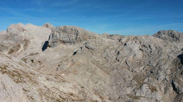 Razgled z vrha Male Zelnarice na Kanjavec, Triglav, Vršake, Vogle in Debeli vrh