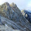 Razgled s poti na Veliki vrh (levo) in Košutico (desno)