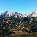 Razgled z vrha Deske na Lučkega Dedca (v ospredju) ter Grintovec, Planjavo in Ojstrico