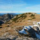 Razgled z Velikega vrha na travnato pobočje proti Veliki Zelenici (desno)