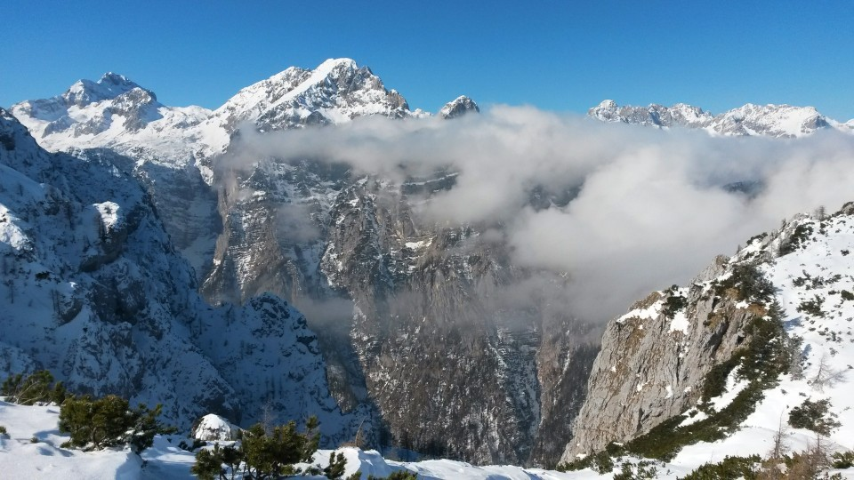 Fantastični razgledi s poti na Triglav, Rjavino in Škrlatico z Martuljkovo g. skupino