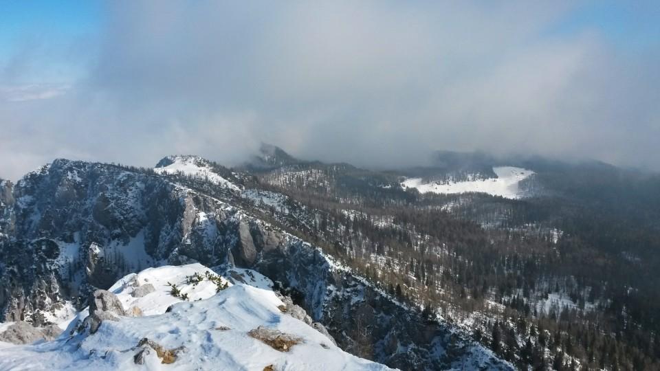 Razgled z vrha Debele peči na Planino Klek