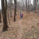Večji del poti je skozi gozd.