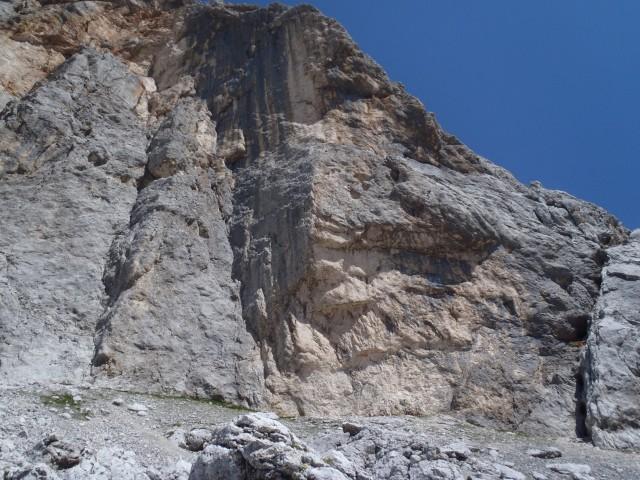 Ostenje Begunjskega vrha.