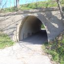Pot pod cesto.