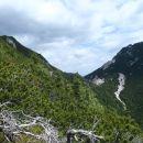 Sedlo med Bašeljskim vrhom in Malim Grintovcem.